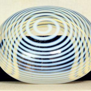Kosta Boda Paperweight Spirale aussen